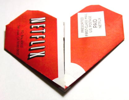 Netflix streams higher revenues, sees subscriber growth