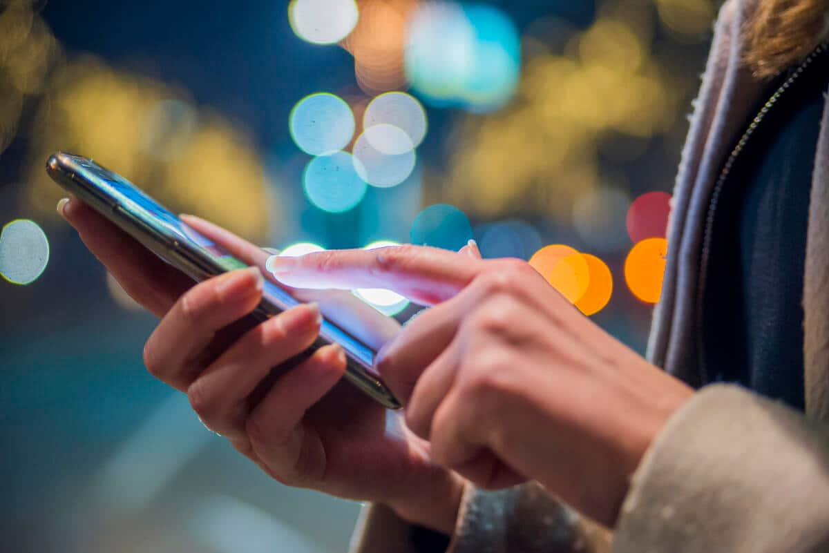 Smartphone users primarily rely on private WiFi